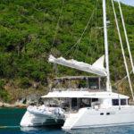 Qué es y cómo navegar con un catamarán